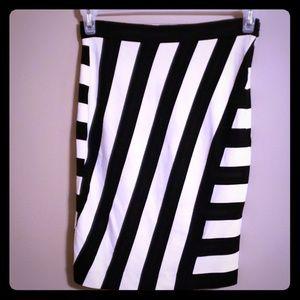 Banana republic stretchy skirt black and white